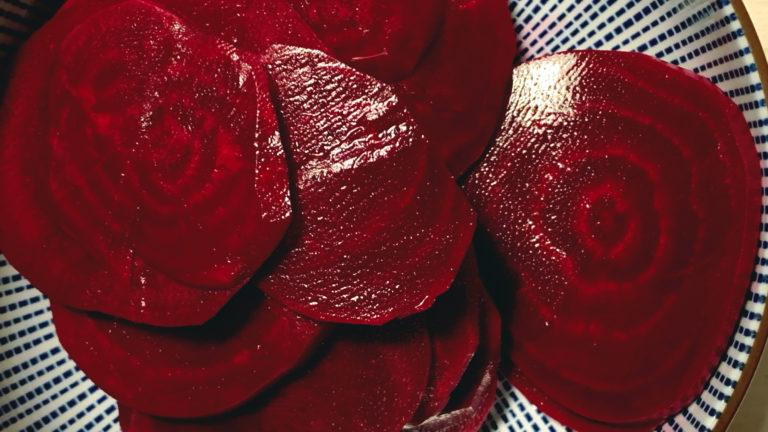 Rote Bete, wild und süss fermentiert mit Ingwer und Vanilleschote